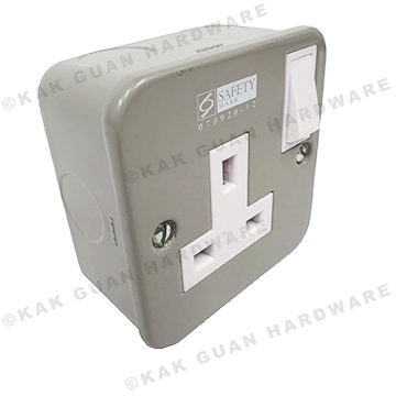T & J M8913S 13A METAL CLAD SWITCH SOCKET