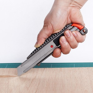 NT CUTTER L-500GRP 18MM PENKNIFE
